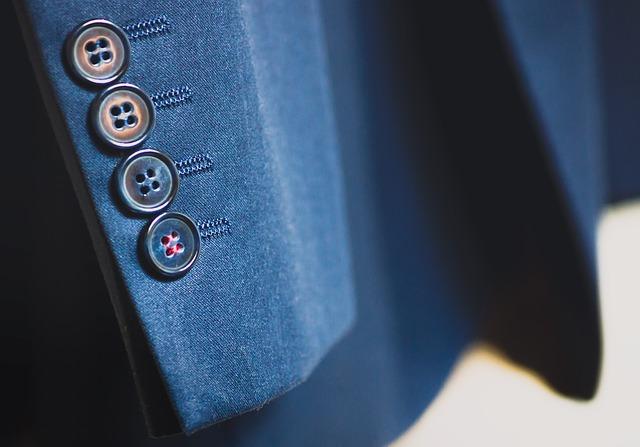 スーツの袖