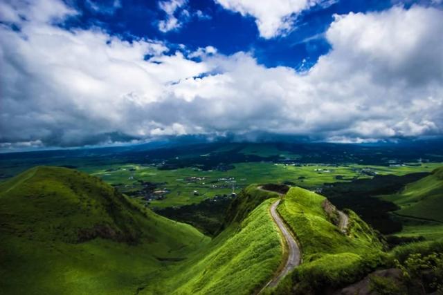 阿蘇の山と道