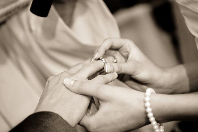 新郎新婦の指輪の交換