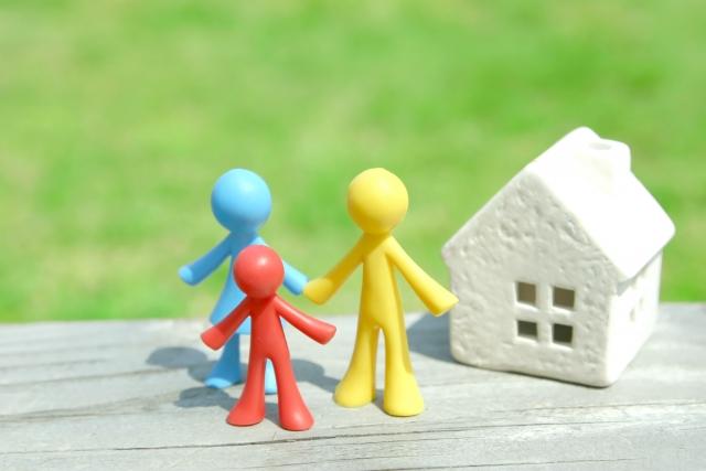 人と家の人形