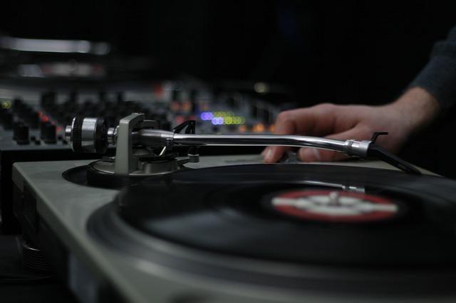 DJのターンテーブル