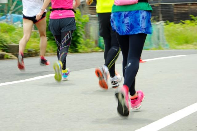 マラソンを走る人