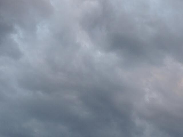 空が曇っている様子