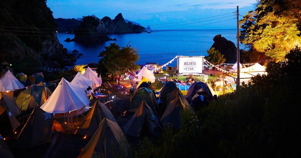 無人島で映画鑑賞・キャンプができる・・・これがリア充フェスかw。
