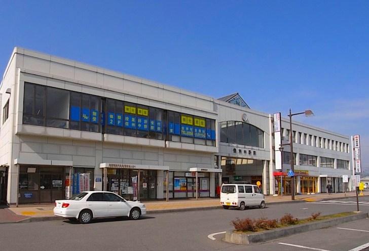 長野電鉄信州中野駅。駅名にも中野さんの歴史が込められています