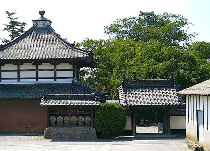 典厩寺の山門