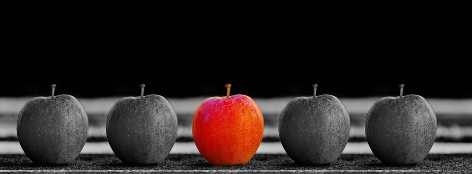 1つだけ色が違うリンゴ(オリジナリティー)