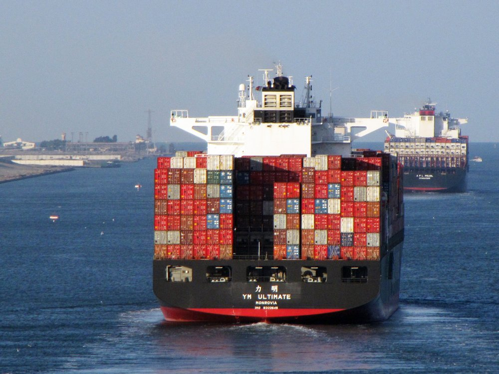 YM Ultimate, IMO 9302645, Call sign A8HZ7, Gearless container ships