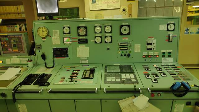 Oil mist detector control in engine control room.