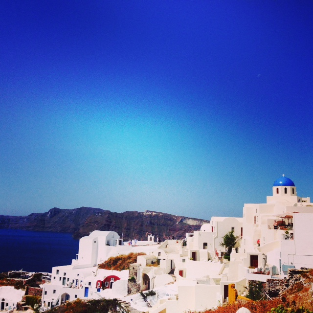 Idyllic Oeia in Santorini
