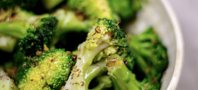 salade de brocolis au dukkah, recette végétarienne, recette vegan, recette sans gluten, épices biologiques, Épices Shira
