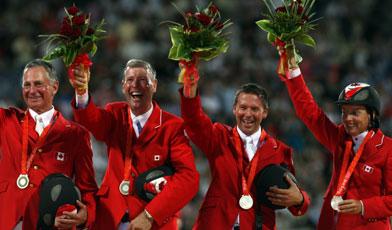 Ian Millar (左二)在参与了第九次奥林匹克后,终于光荣地摘下第一面奖牌。