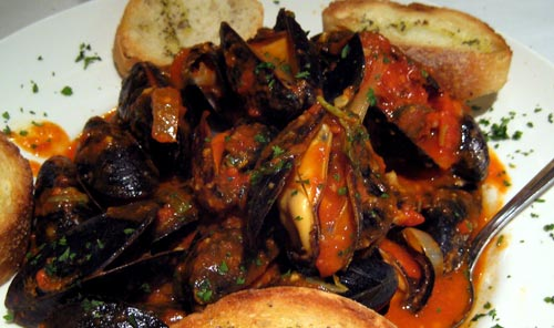 Cozze alla mariana (mussels with spicy tomato white wine sauce )