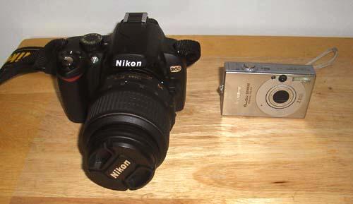 我的新旧宝贝 (左: Nikon D60; 右:Canon POwerSHot SD1000)