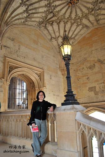进Dining Hall 前富丽堂皇的梯级 (Christ Church, Oxford)