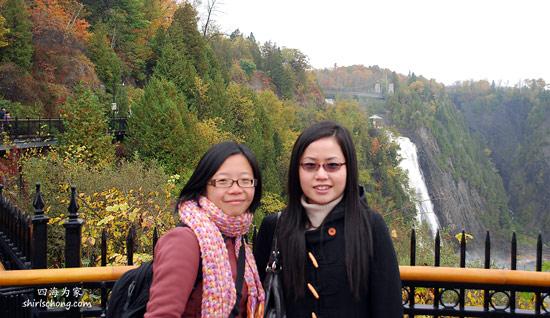Yay ! 和朋友在瀑布前来张合照 :)