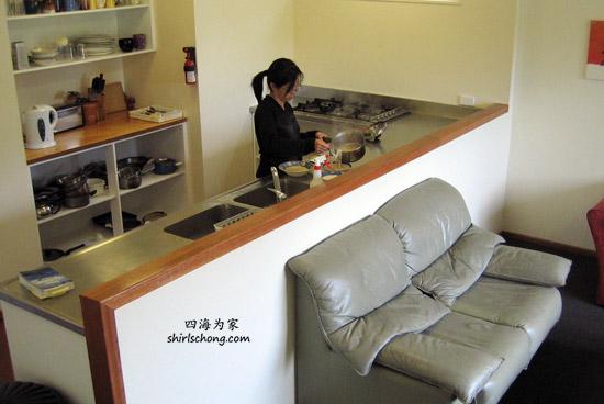 我在某家青年旅舍的厨房煮面吃!