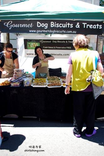 悉尼 Glebe Street Fair 卖的狗狗食品 (Sydney, Australia)