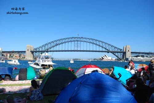 Waiting for 2010 Sydney New Year Eve Fireworks at McMahon Point