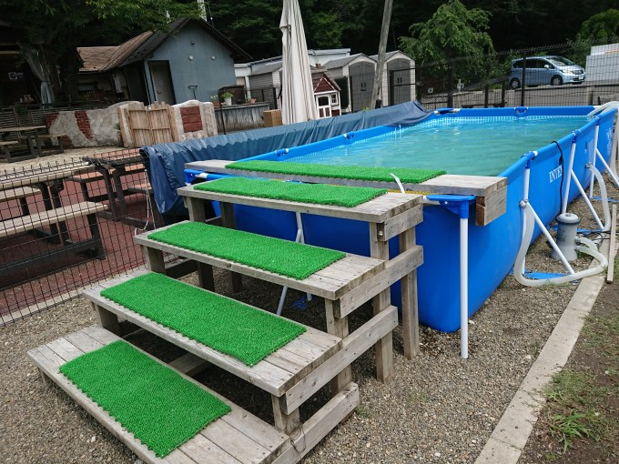 夏期に設置されるプール