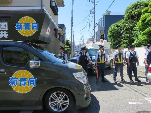 28年5月12日舛添東京都知事抗議活動02