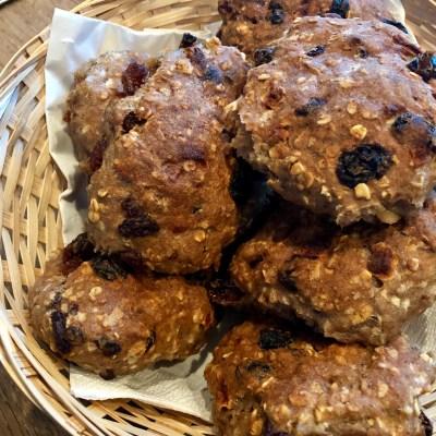 Glutenvrije rozijnenbollen en wortel/pastinaak broodjes