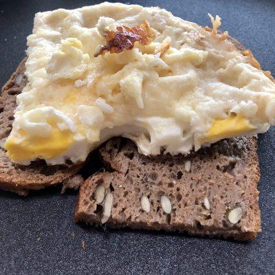 Skilletbrood, maar dan in een Dutch oven (zware gietijzeren pan)