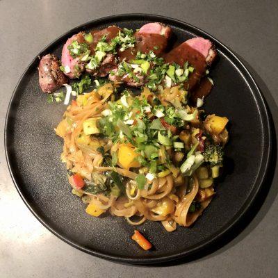 Eendenborst en rijstnoodles met zelfgemaakte hoisin