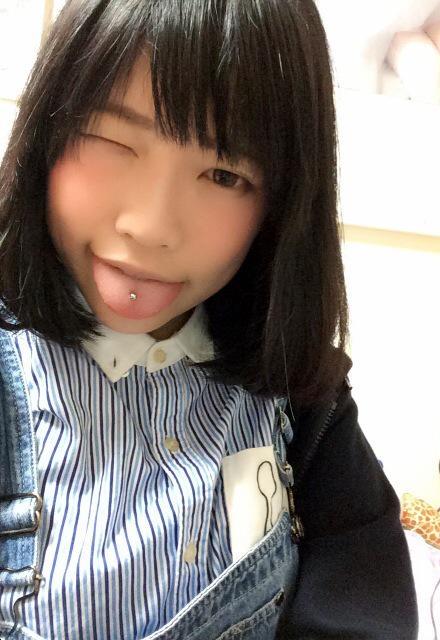 神奈の舌ピ見せ (1)