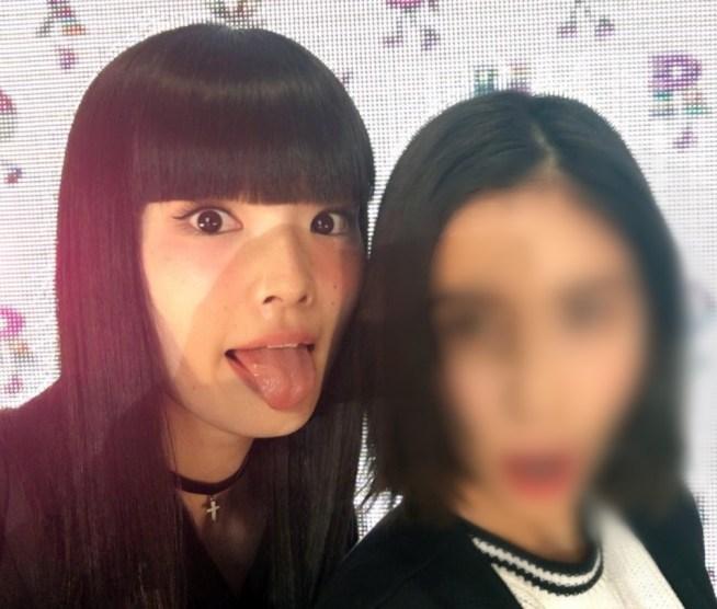 秋元梢の舌出し (34)