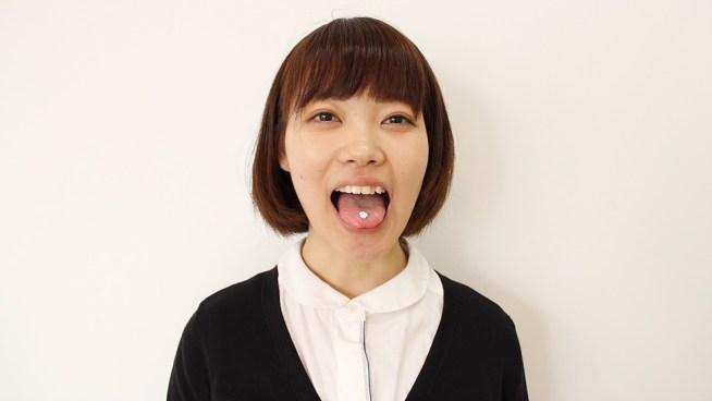 社領エミの舌出し・口臭嗅ぎ (2)