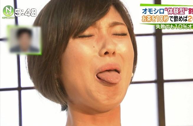 小林由未子の舌出し