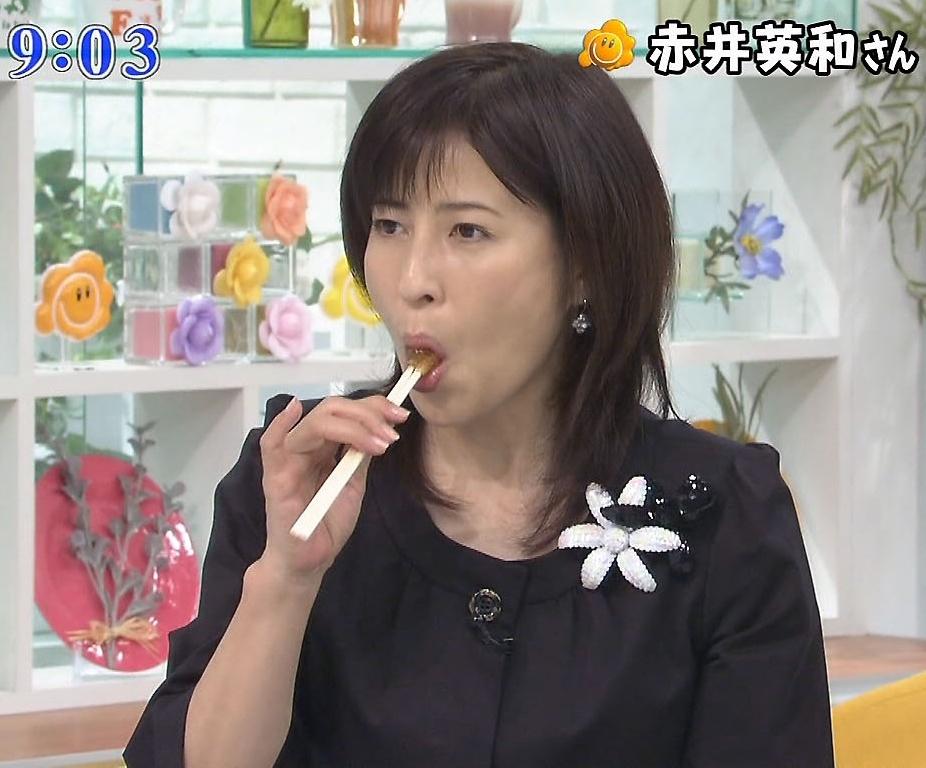 岡江久美子の疑似フェラ (7)