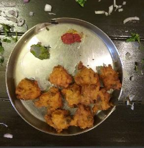 GARMAGARAM BHAJIYA FOR THE RAINS