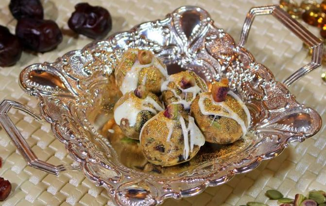 Khajoor Laddoos with Peanut Butter!! Sugarfree