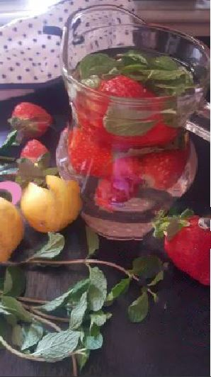 STRAWBERRY Infused Water !! Berry Days