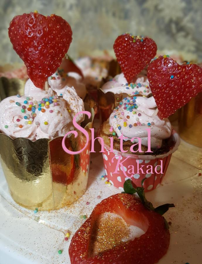 STRAWBERRY LOVE CUPCAKES !! VALENTINE'S DAY Greetings…