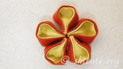 二重丸つまみ 花 作り方 23