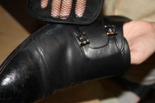 皮鞋為什么容易發霉?教你3招防止皮鞋發霉-十萬個為什么_家庭百科