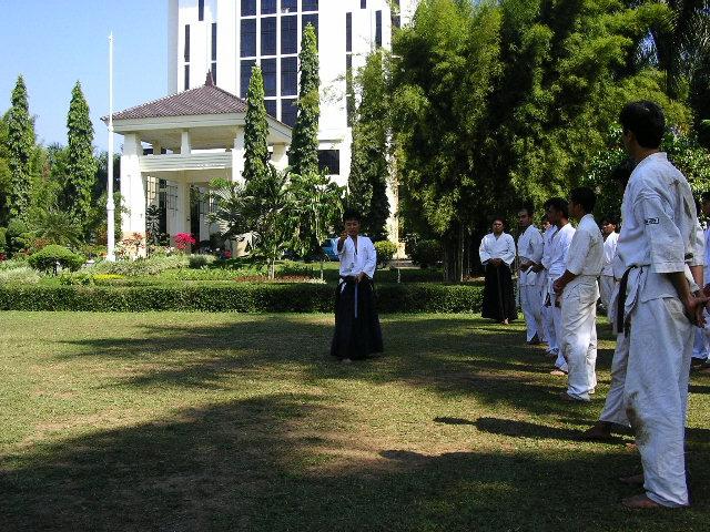Latihan di lapangan rektorat UNIBRAW