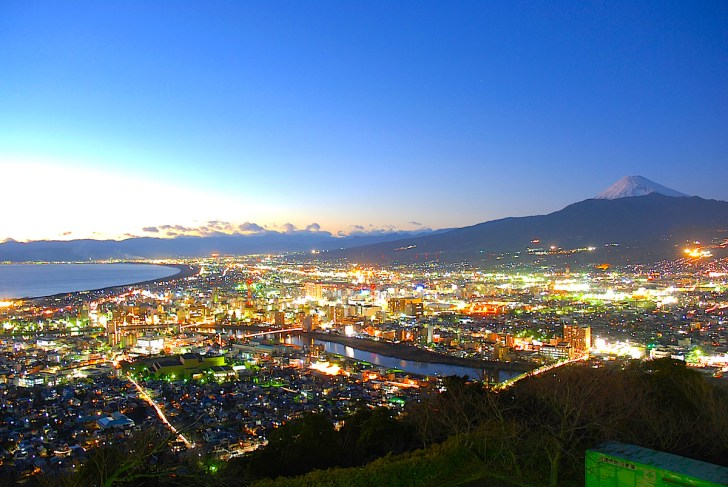 香貫山山頂から眺めた沼津の夜景