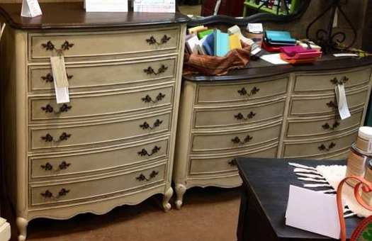 Shizzle Design booth hand #paintedfurniture chalk clay paint ideas colors CeCe Caldwell's American Paint Company retailer holland michigan 10