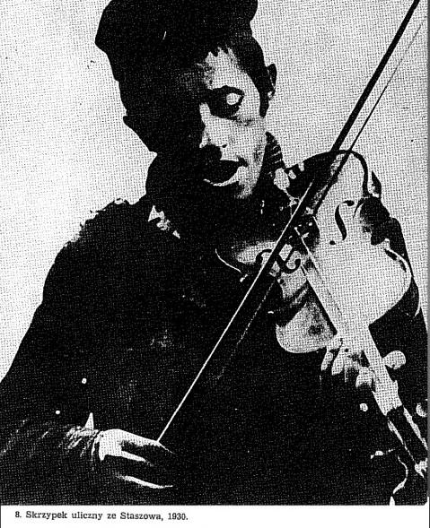 Уличный скрипач 1930г. Фото отсюда.
