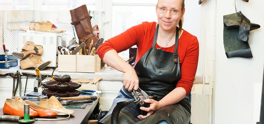 Carina Eneroth from Skomakeri Framåt will show and talk about what kind of repairs that can be made. Picture: Borgerskapet