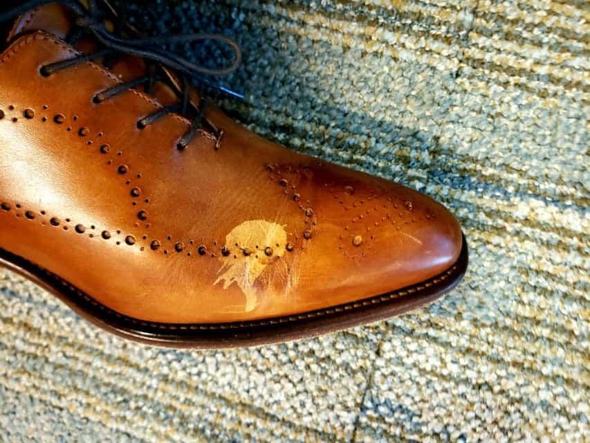 消毒液で色抜けしてしまった革靴
