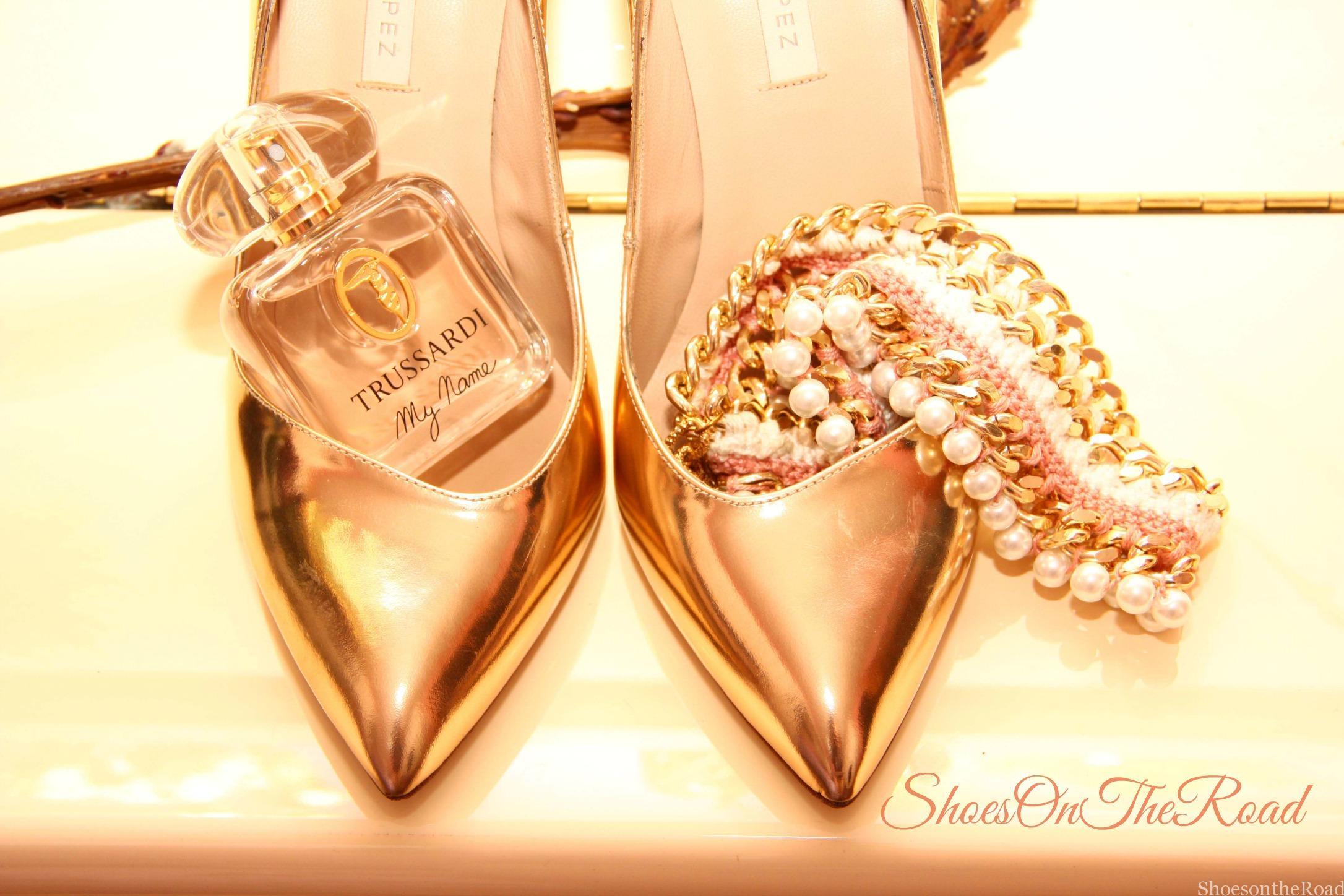 Pura_Lopez_Shoeosntheroad_Gold_4