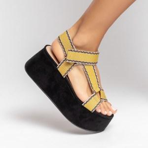 sandalia-Feminina-anabela-plataforma-flatform-verão-2021-solado-preto-cabedal-gorgurão-amarelo-shoes-to-love-loja-online-calçados-femininos-tendencias-