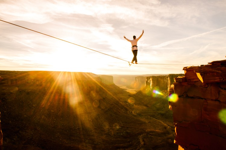 Julien Desforges Highlining above Moab, UT