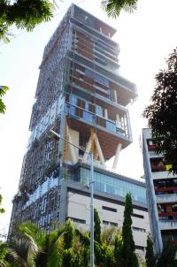 most-extravagant-house-antilia-5