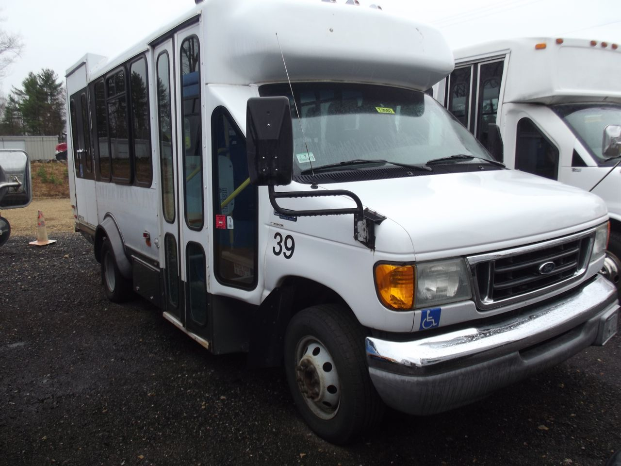hight resolution of ford e 350 bus